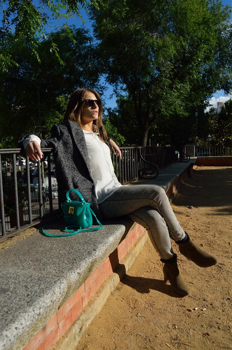 lara-vazquez-madlula-blog-style-fashion-style-grey-green-attire