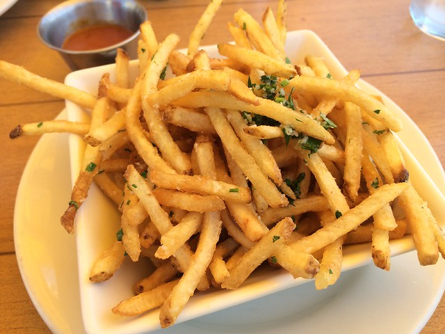 Truffle frittes - Salty's on Alki Beach