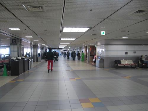 中山競馬場2階のコンコース