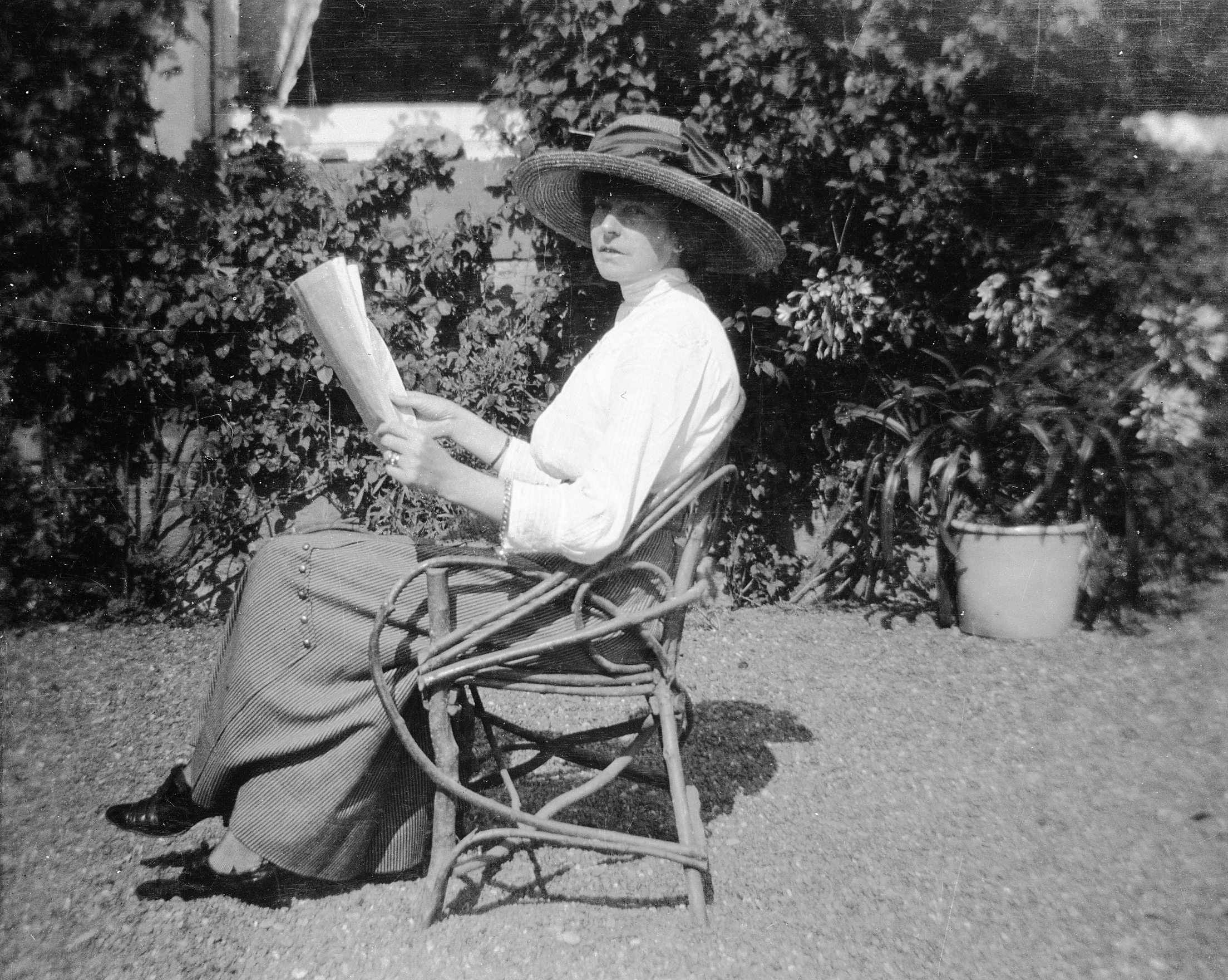 Edwardian Lady Reading In The Garden Flickr Photo Sharing