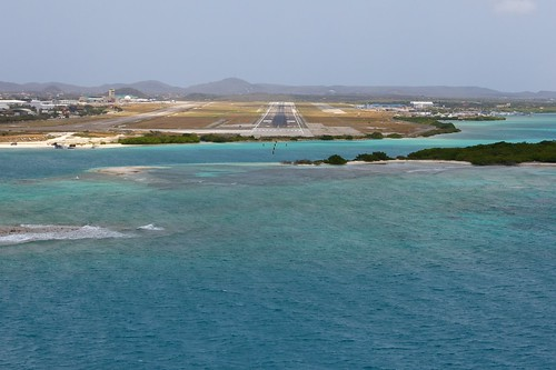 dutch airport aruba infrastructure caribbean runway americas antilles aua dutchantilles cruisair