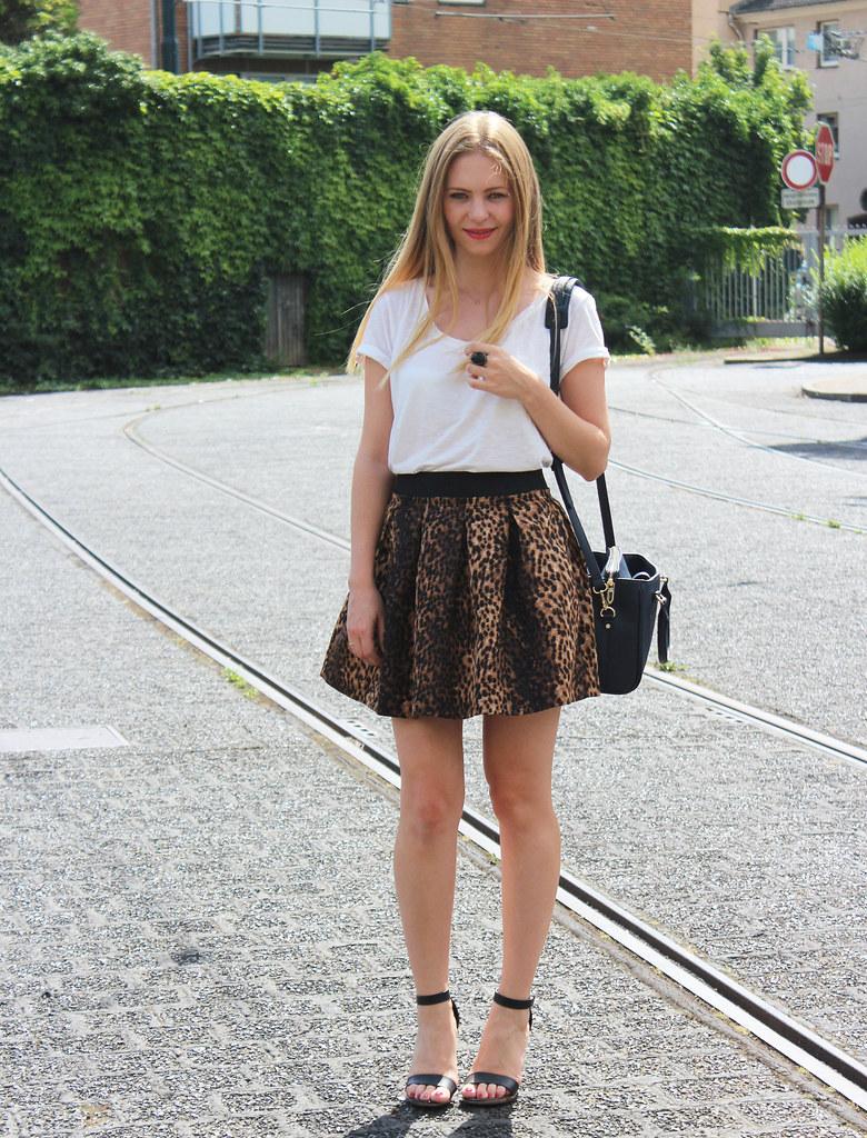 leo skirt