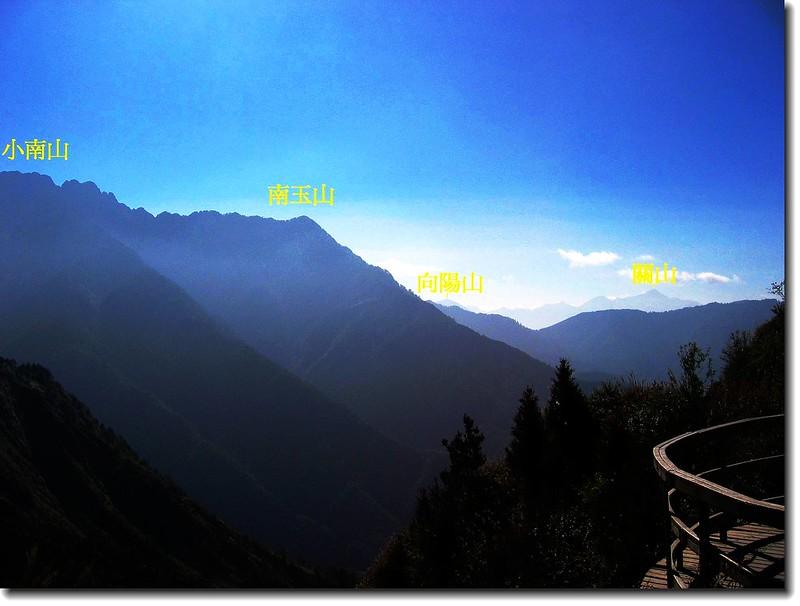 玉山登山口遠眺中央山脈