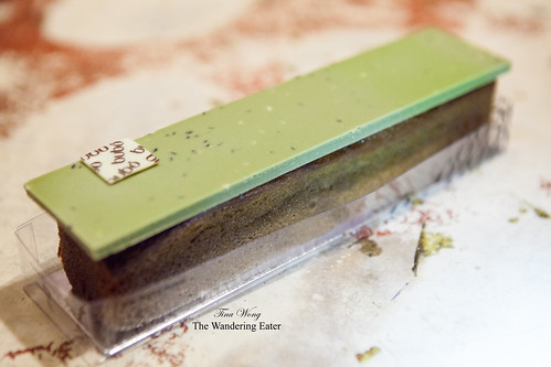Green tea-plum cake