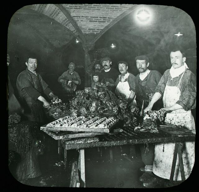 PETITOT_Halles centrales, sous sol, atelier de cassage de têtes de moutons, collection SFP, Paris