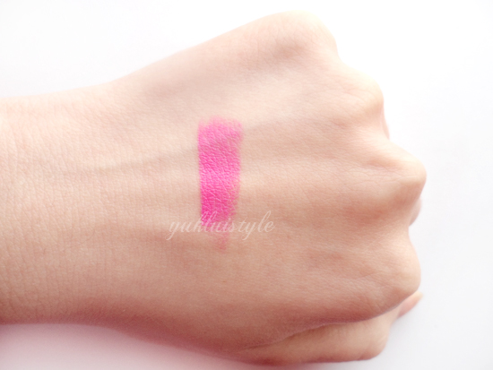 Maybelline Color Sensational Vivids Lipstick in Fuchsia Flash review and swatch
