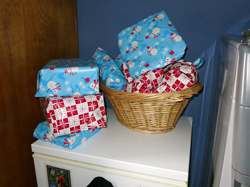 2013-12-24 - Dogs' Gift Pile - 0001 [flickr]