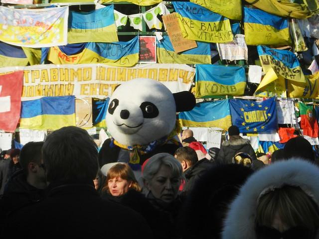 Евромайдан. Герои сказочные. Панда с нами