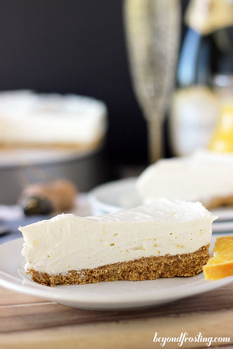 No-Bake White Chocolate Mimosa Cheesecake | beyondfrosting.com | #mimosa #champagne #NYE