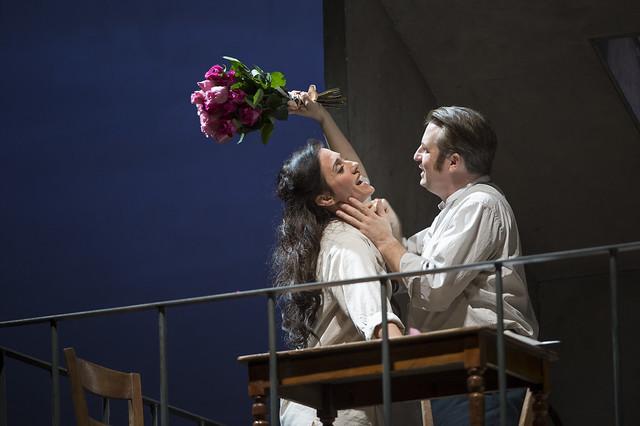 Ermonela Jaho as Manon Lescaut and Matthew Polenzani as Chevalier Des Grieux in Manon © ROH / Bill Cooper 2014