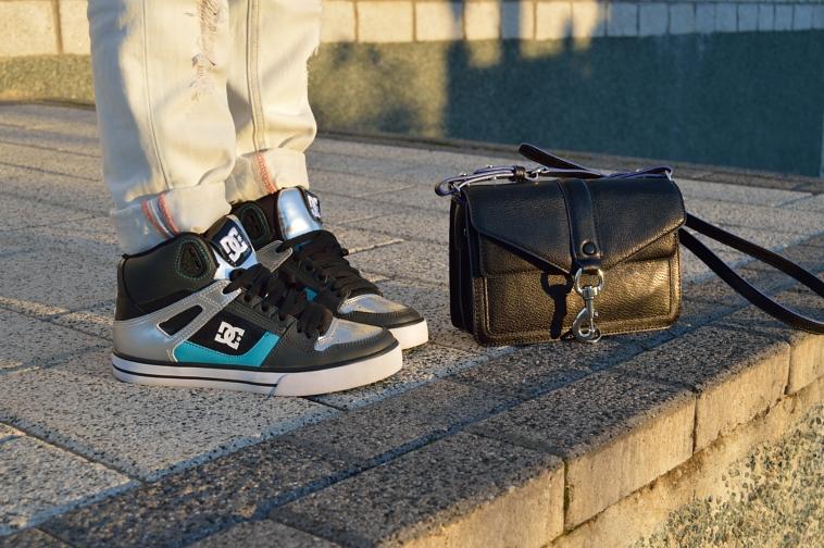 lara-vazquez-madlula-blog-details-sneakers-bag