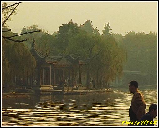 杭州 西湖 (其他景點) - 548 (西湖十景之 柳浪聞鶯 在這裡準備觀看 西湖十景的雷峰夕照 (雷峰塔日落景致)