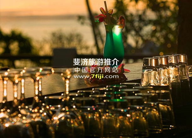 斐济沃里克度假村(Warwick Fiji Resort & Spa)餐厅酒吧