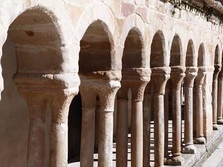 Arcos de la iglesia románica de Carabias (Guadalajara)