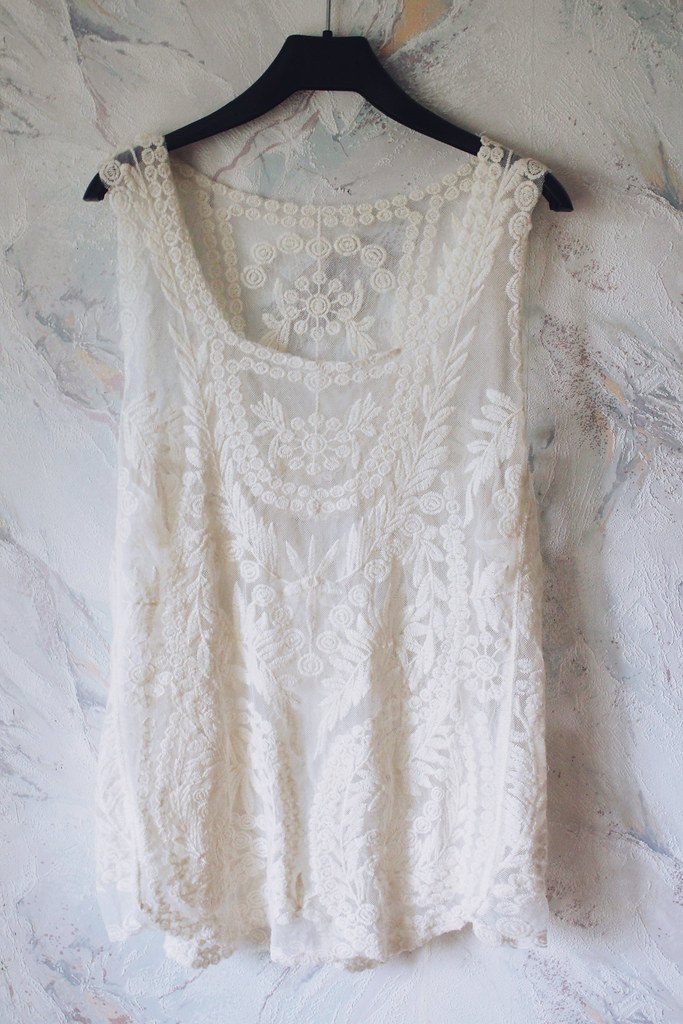white-lace-see-through-top-from-chicnova
