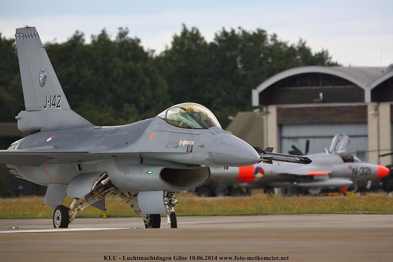 RLNAF DemoTeam F-16 J-142