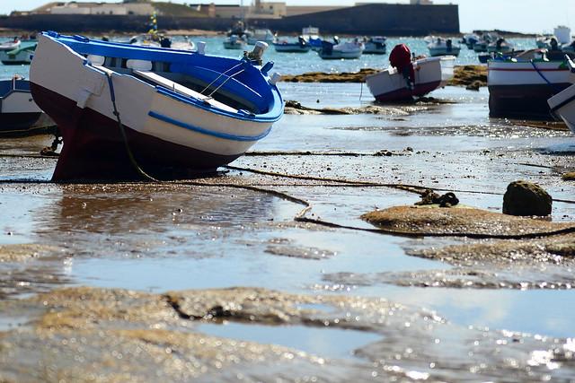 Barcas de la Caleta de Cádiz que albergan muchas historias