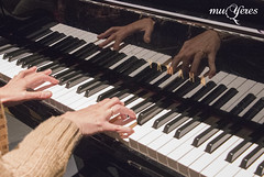 Esta vez sustituímos el arpa de Mirian por el piano de Inmaculada