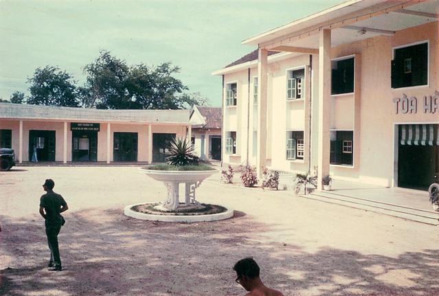 Tòa Hành Chánh QUẢNG TRỊ 1967 - Photo by Bob