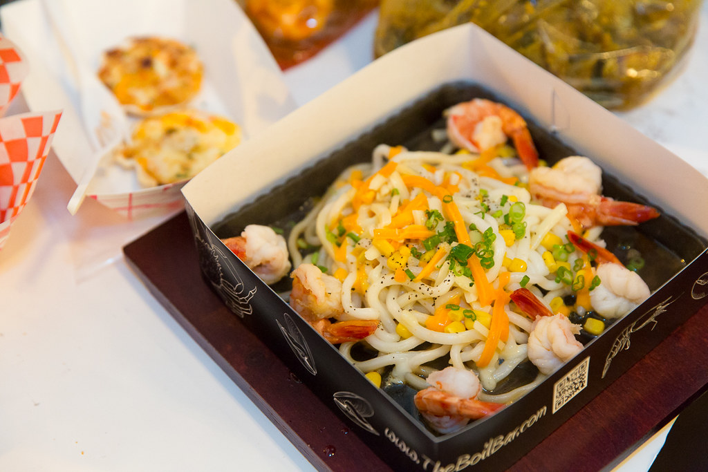 Sizzling hot plate with udon noodles and shrimp