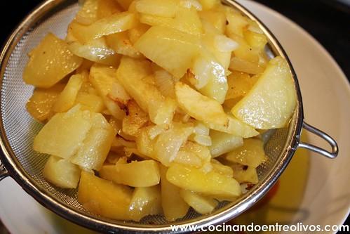 Pimientos verdes rellenos de tortilla de patatas www.cocinandoentreolivos (9)