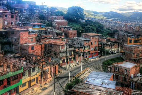Medellin neighborhood (by: Pedro Szekely, creative commons)