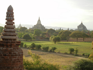 Middle pagoda is Shwe San Daw and right one is That bin Nyu