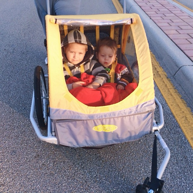 5k Thanksgiving morning with our boys all bundled up! #5k #running #tamarac #turkeytrot #thanksgiving #pictapgo_app