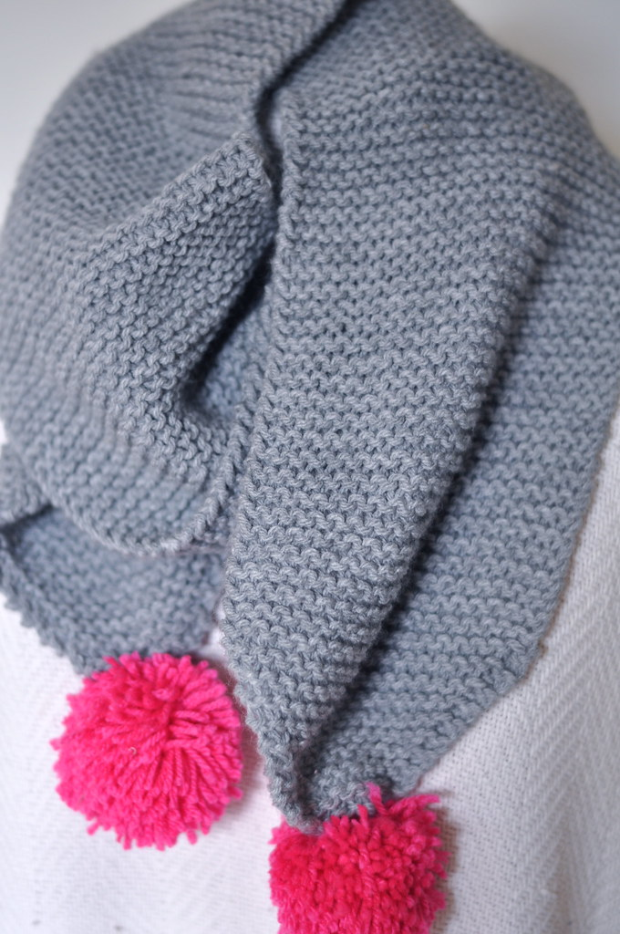 simple quick fast easy knit knitted scarf project beginner garter stitch grey hot pink pom pom