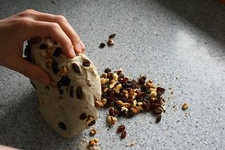 Pan de centeno con pasas y nueces.