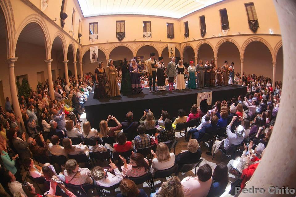 El Convento de Santo Domingo, abarrotado durante el desfile de moda. Foto: PEDRO CHITO.