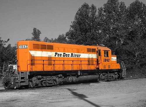 railroad bw orange blackwhite diesel southcarolina engine rr locomotive freight generalmotors weeklytheme blackwhiteorange shortline singlecolor generalpurpose bennettsville electromotivedivision peedeeriver bennettsvillesouthcarolina mostlymonochrome emdgp16 flickrlounge aberdeenrockfishrailway pdrr1842