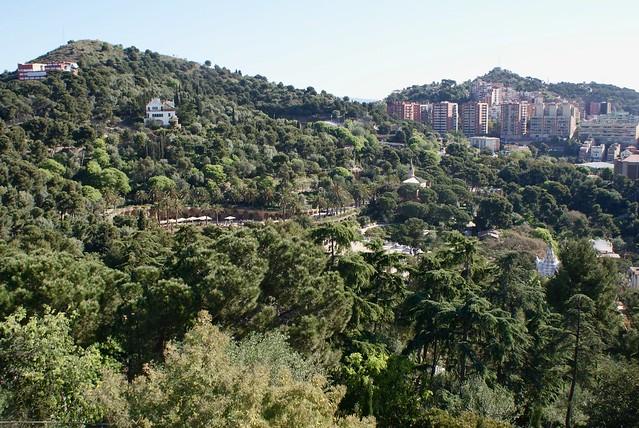 Vue du parc Guell en direction de l'esplanade de Gaudi (au nord).