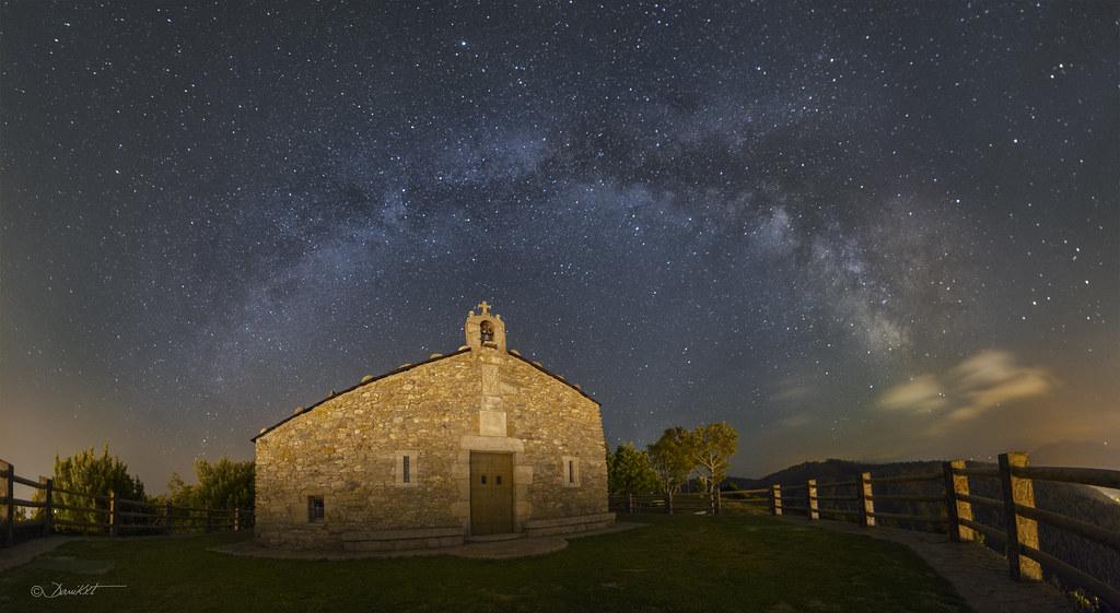Capilla de San Roque y Vía Láctea por Dani Caxete