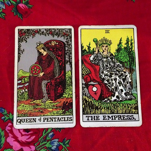 Queen of Pentacles + The Empress - channeling their abundance, creativity, stability, and sweetness on this full moon in Capricorn.