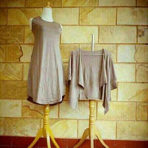 Rp 65,000,- dress & cardi bahan kaos #online #shop #onlineshop #boutiques #elegant #hijab #hijaber #hijabers  #muslimwears #muslimfashion #muslimah #muslim #fashion #newhijab #akhwat #kaftan #gamis #instafashion #iphonesia #facebook #droidfashion #dress