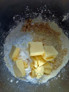 crumble poire mûres et custard