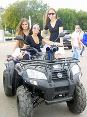 Группа поддержки Raid girls на выставке автомобилей CarLife Fest