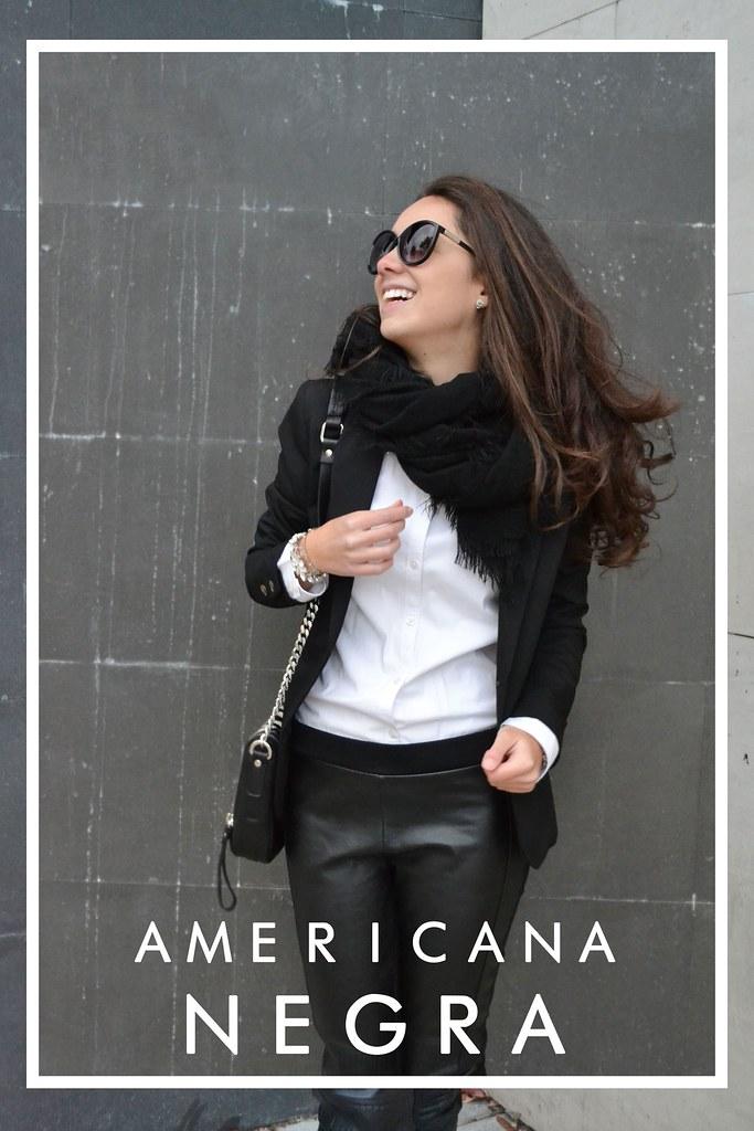 Chica americana con el pelo rubio hace que el sexo con