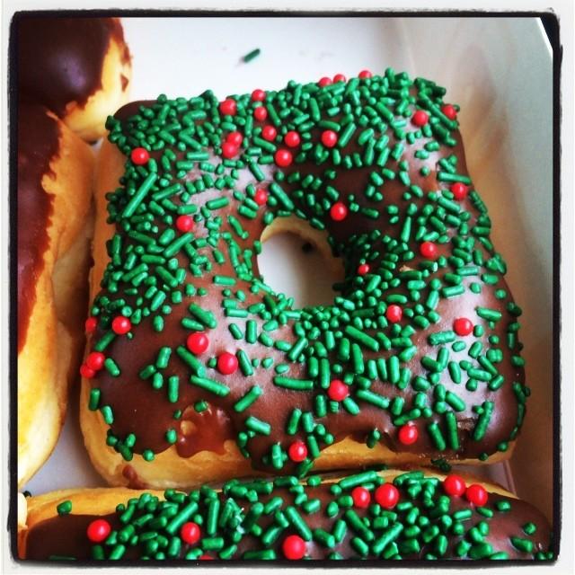 348.365 {Christmas Donut}