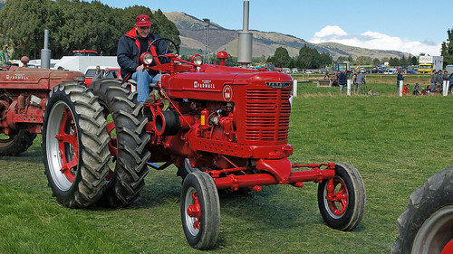 Farmall Logo Wallpaper Farmall bm tractor Farmall Logo Wallpaper
