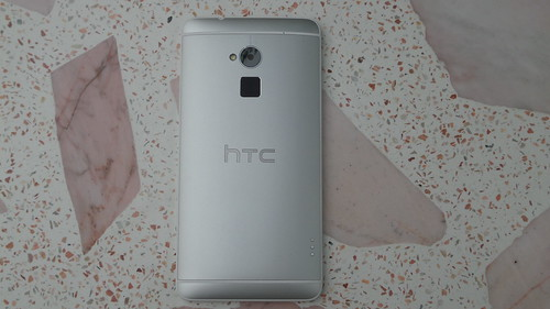 HTC One Max ด้านหลัง