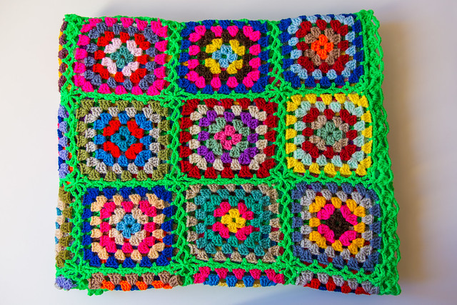 A most happy and cheerful crochet blanket find. I'm in love!