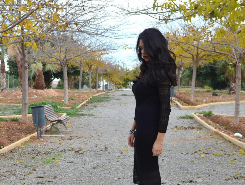 como combinar un vestido de lana negro