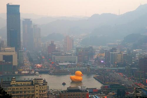 黃色小鴨停駐基隆港