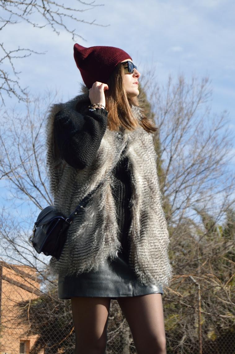 lara-vazquez-madlulablog-leather-skirt-black-look