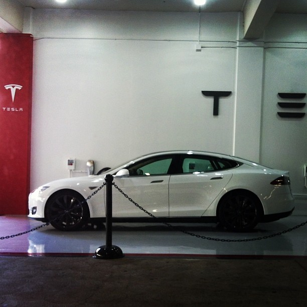 Another Shot Of The Nice Looking Tesla Advertisement In Th Flickr