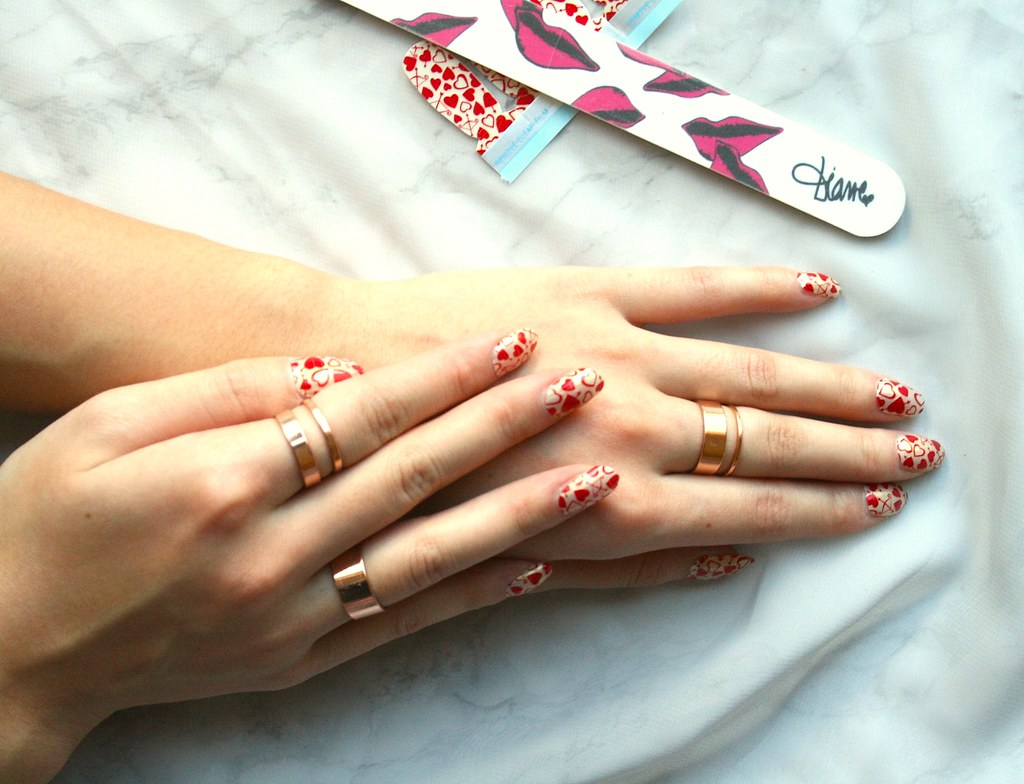 valentines day nails with love hearts by Incoco