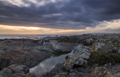 hermanus clouds reflections southafrica rocks sunsets westerncape rockpools sandbaai {vision}:{clouds}=0893 {vision}:{outdoor}=0988 {vision}:{sky}=0975 {vision}:{ocean}=0854 {vision}:{sunset}=0712 {vision}:{mountain}=0643