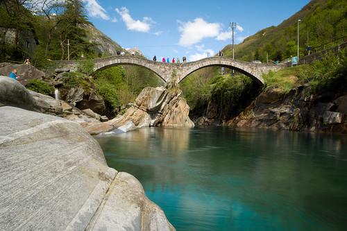 longexposure bridge river schweiz switzerland europe suisse hiking rangefinder filter svizzera brücke fluss minitripod wanderung m9 2014 novoflex 21mm svizra verzasca valleverzasca heliopan lavertezzo pontedeisalti ©toniv 140503 leicam9 nd15 basicball superelmarm mcmr lavertezzolocarno l1016055